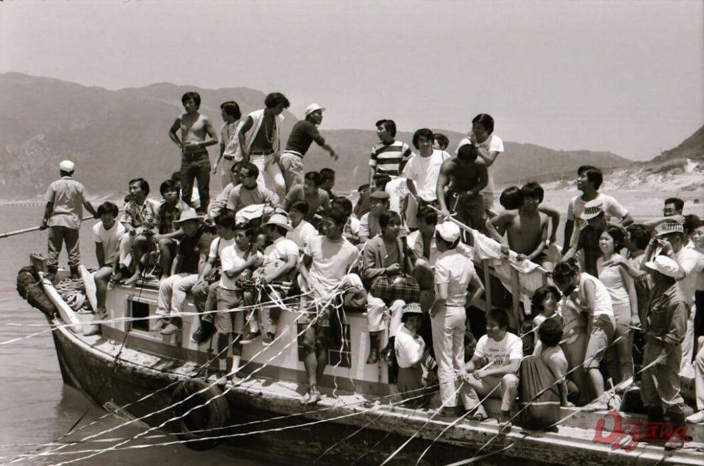 本船と島を結ぶ艀。*ただし写真は1970年代当時のもの。