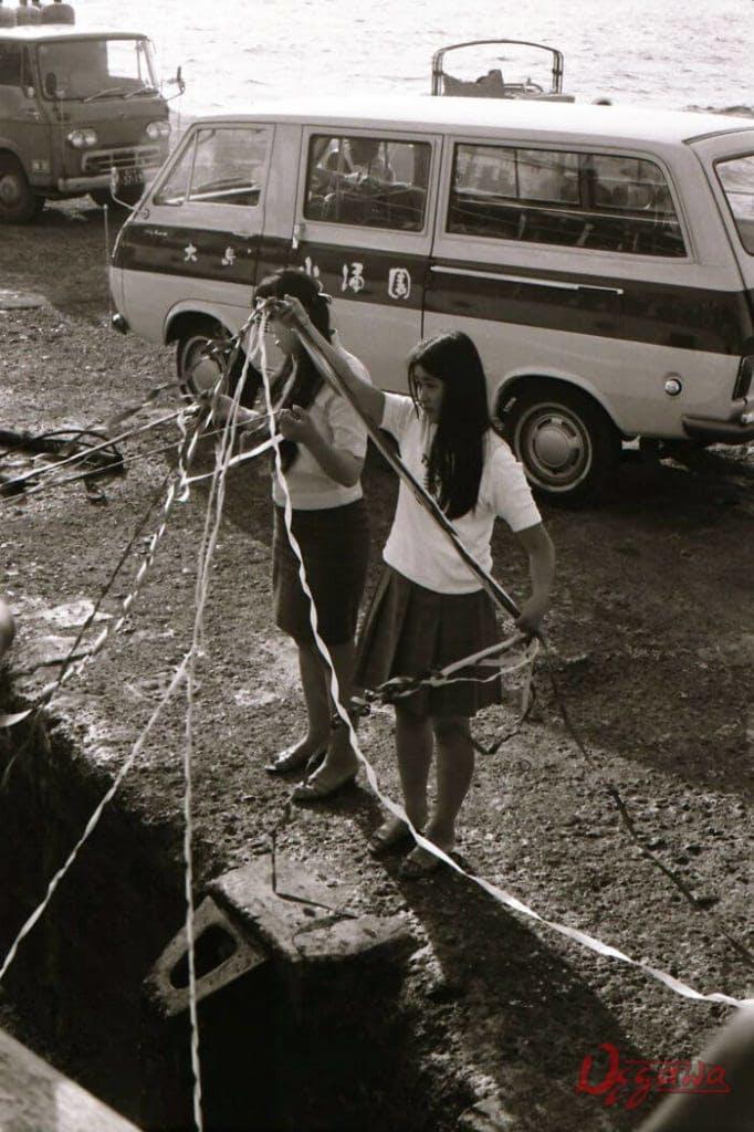時化で大島滞在を余儀なくされることもあったが、大島で一泊すると翌朝江ノ島ヨットハーバー行きの便をゲットできることもあった。*ただし写真は1970年代当時のもの。