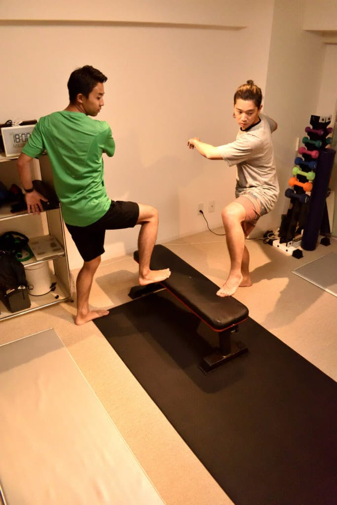 家の中にあるものを利用したトレーニングも / photo by Shuhei Kaneko