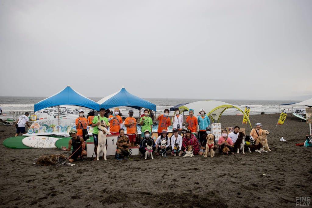 ドッグサーフィン終了後の記念撮影 / photo by Shuji Izumo