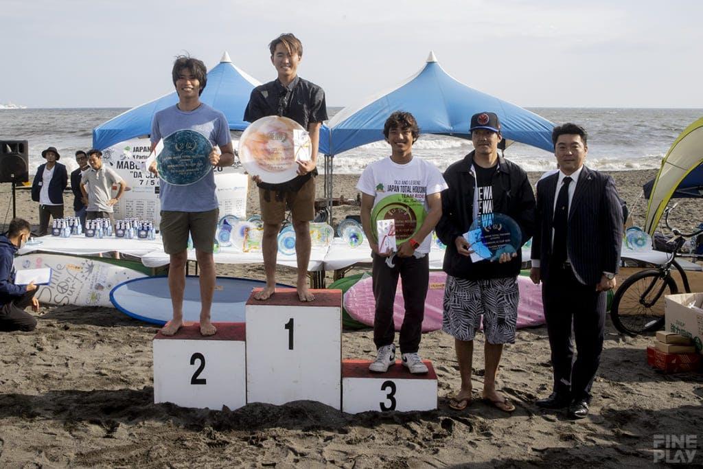 左から2位堀井哲、優勝浜瀬海、3位井上鷹 photo by Shuji Izumo